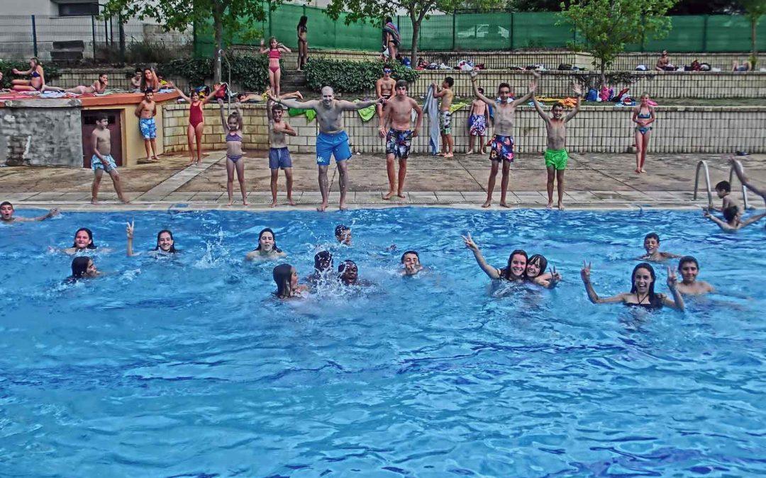 Día de piscina y ginkana en Almarza